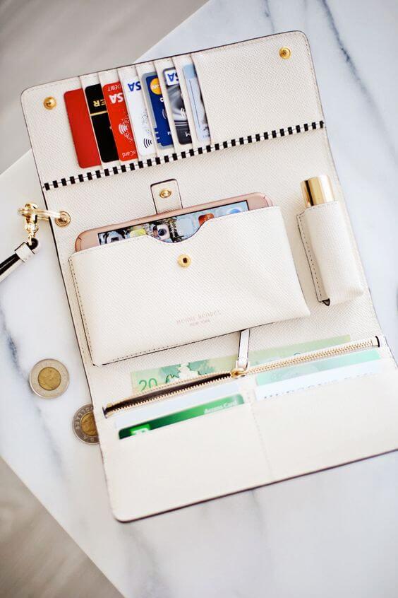 in-flight-travel-essentials-03