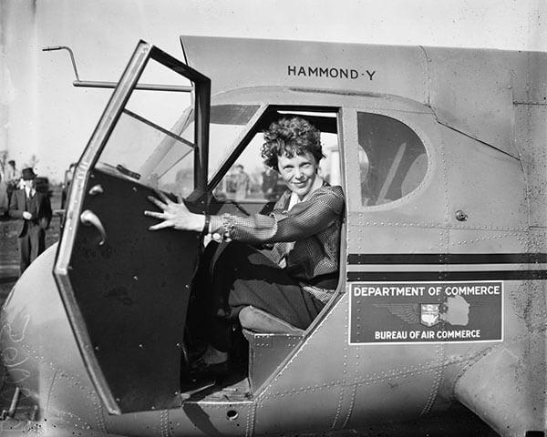 เอมิเลีย เอียร์ฮาร์ท นักบินหญิงคนแรกของโลก