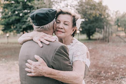 รักเราไม่เก่าเลย-คุณตาคุณยาย-ถ่ายรูปแต่งงานในวัย60ปี