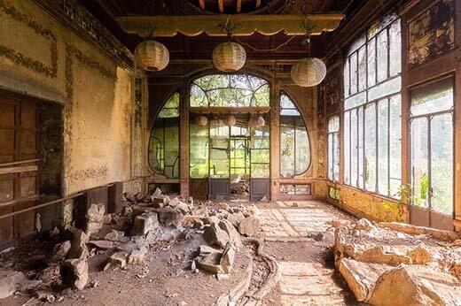 สถาปัตยกรรม-อันงดงามของ-บ้านที่ถูกทิ้งร้าง